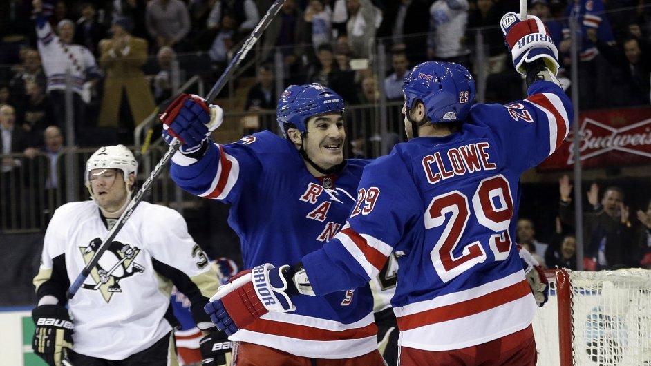Hráči Rangers se radují po gólu