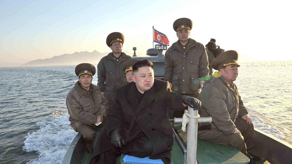 Kim Čong-un na člunu poblíž hranice s Jižní Koreou