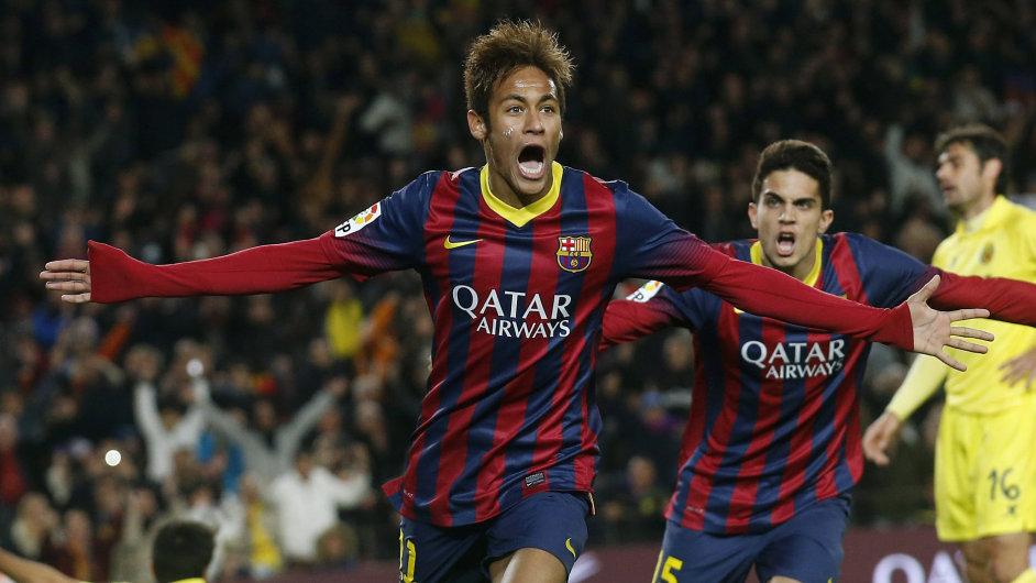Barcelonský střelec Neymar slaví gól v zápase s Villarrealem