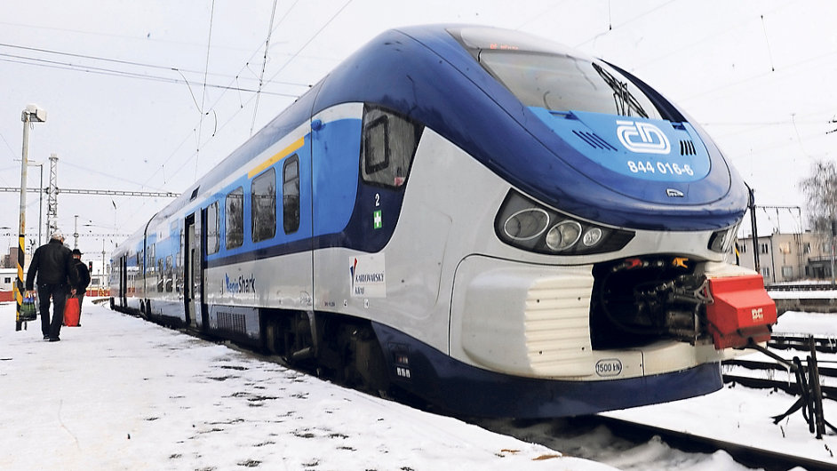 České dráhy budou i letos pokračovat v investicích do nových vozidel. Přebírají například další soupravy RegioShark (na snímku) od Škody Transportation.