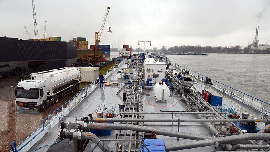 Plnění LNG v Antverpách