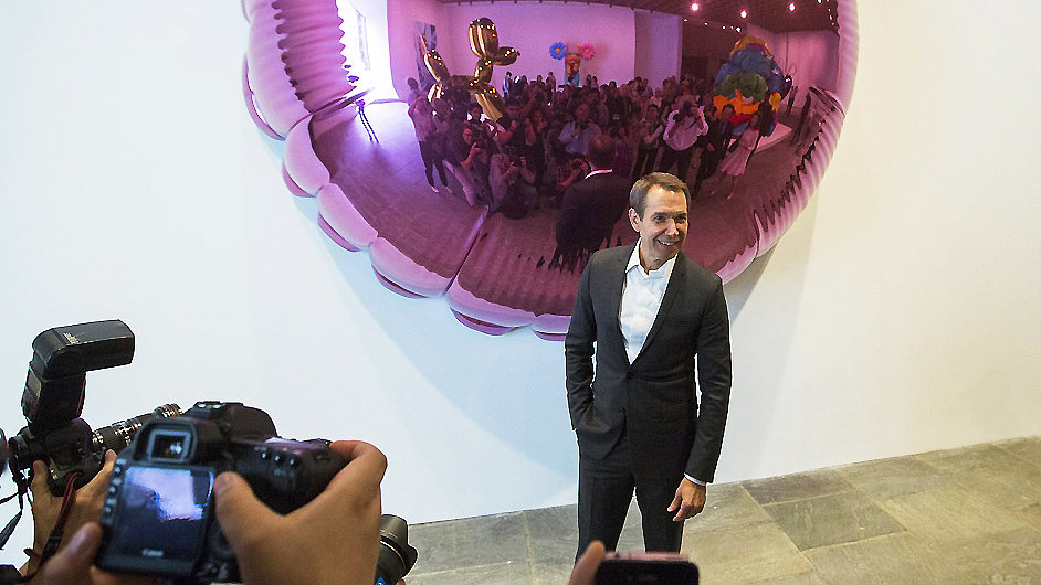 Výstava Jeffa Koonse (na snímku) poletí brzy i do Evropy.