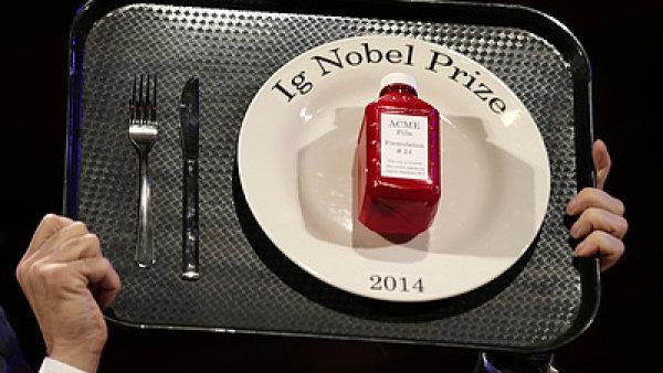 �ertovnou Nobelovu cenu ka�doro�n� ud�luje Harvardova univerzita