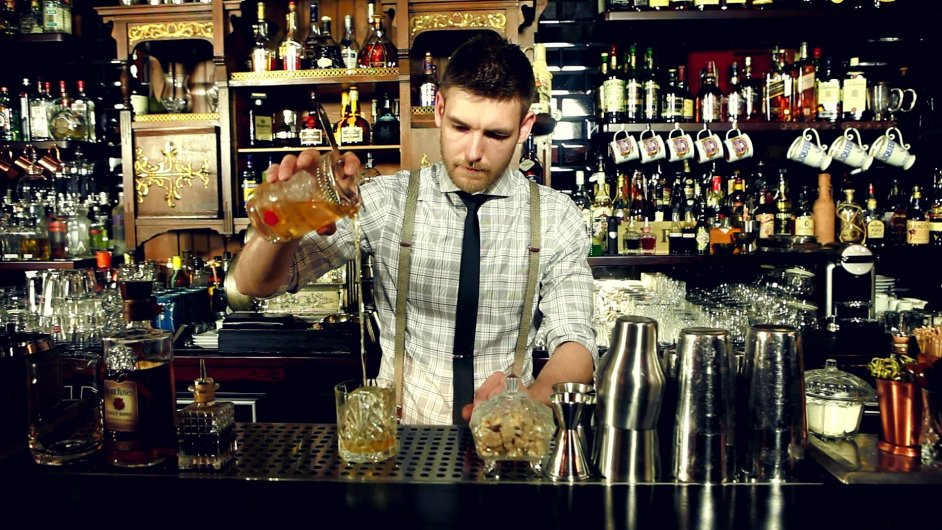 Nejlepším barmanem je David Anderle z Hemingway baru