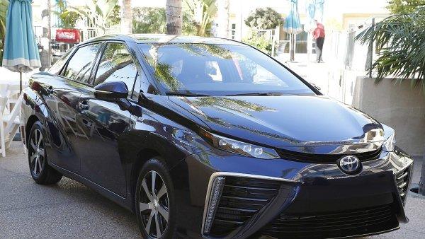 Sedan Mirai od Toyoty je jeden z vozů poháněných vodikovými články.