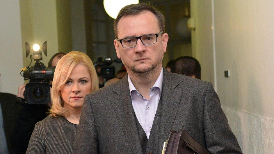 Jana Nečasová, dříve Nagyová, dorazila s Petrem Nečasem k soudu ve věci zneužití Vojenského zpravodajství.