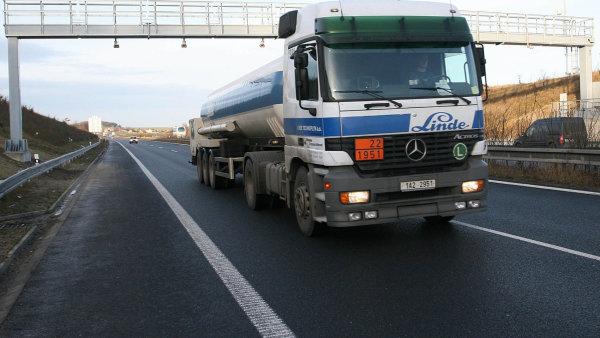 Dan Ťok vládě navrhuje i odklad nového tendru. Mýtné na zhruba 1300 kilometrech dálnic, rychlostních silnic a 180 kilometrech silnic 1. třídy provozuje rakouská firma Kapsch.