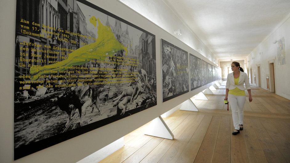 Snímky z  výstavy Jiřího Sozanského v GASK