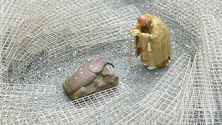 Socha anatoma Takešiho Jora, celoživotního milovníka hmyzu