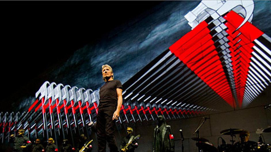 Snímky z projektu The Wall hudebníka Rogera Waterse