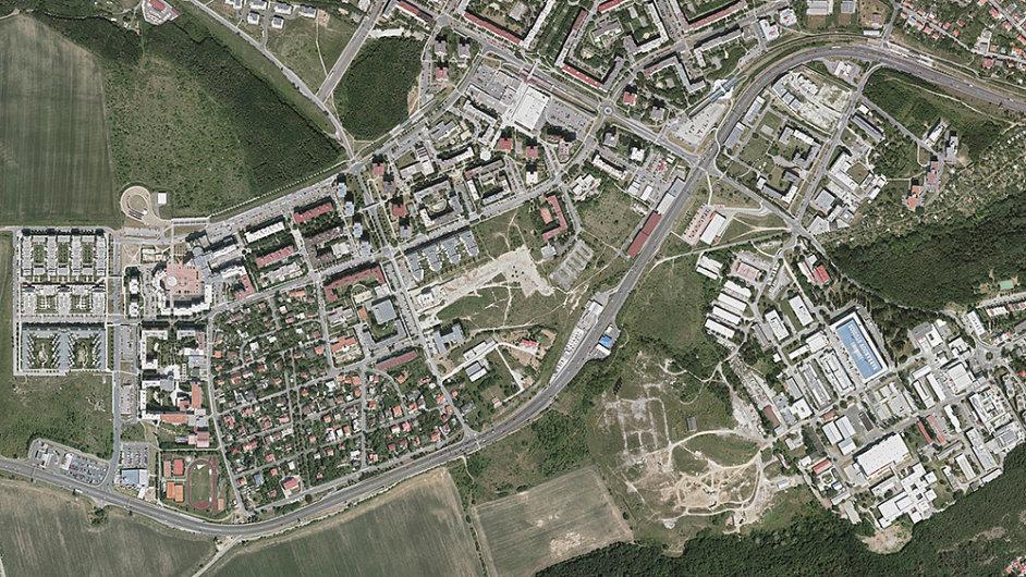 Sídliště Barrandov z letadla v roce 2012 (šikmý záběr není k dispozici)