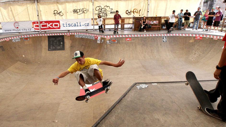 Skateboarding na Štvanici.