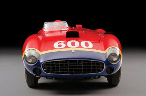 Extrémně vzácné Ferrari z padesátých let za stovky milionů jde do aukce
