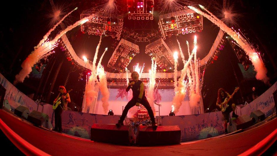 Snímek z koncertu Iron Maiden v srpnu 2013.
