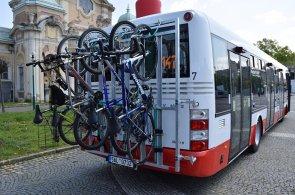 Hromadnou dopravou pohodln� i s bicyklem: Praha zkus� provoz cyklobus�, podporuje ekologii dopravy