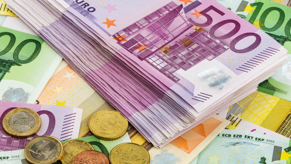 Přijetí eura není jen otázka ekonomická, ale i geopolitická a kulturní.