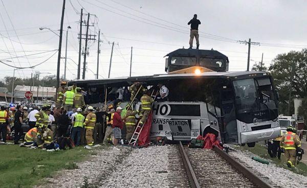 Srážka vlaku s autobusem, USA