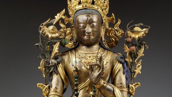 Na snímku je zlacená bronzová plastika bohyně Bílé Táry. Pochází z období dynastie Čching.