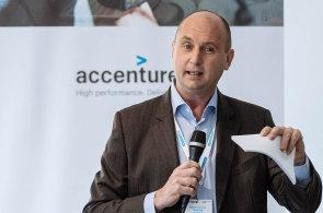 Edwin Van der Ouderaa ze společnosti Accenture na panelu Economia Fintech Leaders Club.