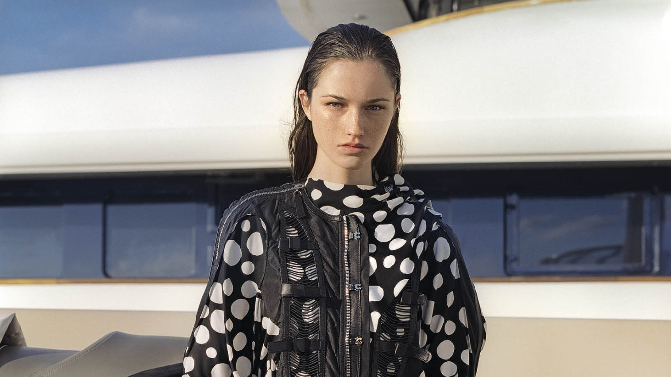 Modelka Markéta Šalounová oblékla kolekci Louis Vuitton jaro / léto 2017.