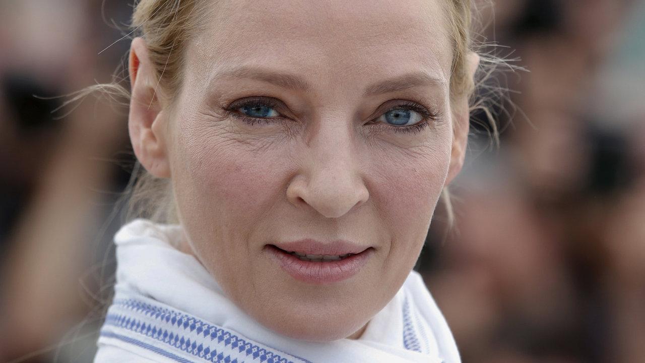 Uma Thurmanová na měsíc starém snímku z festivalu v Cannes. V Karlových Varech se fotografům ukáže teprve v pátek večer.