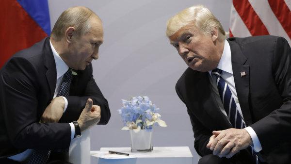 Ruský prezident Vladimir Putin (vlevo) a americký prezident Donald Trump (vpravo) schválili společné prohlášení k Sýrii - Ilustrační foto.