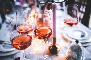 Růžové víno je ideální pro letní osvěžení. Co jste o něm ale nevěděli?