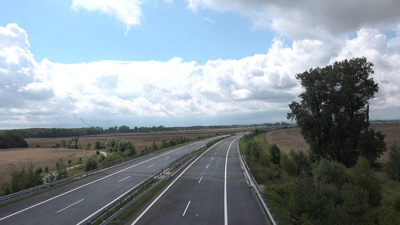 D11 konečně dorazila do Hradce. Projeďte si téměř dokončený úsek dálnice