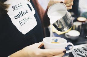 Šestý ročník Prague Coffee Festivalu poradí, jak vycvičit smyslové schopnosti nebo se vylepšit v latté artu