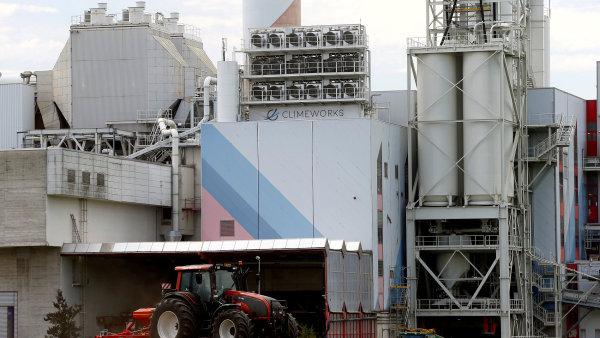 Zařízení firmy Climeworks na zachytávání oxidu uhličitého ze vzduchu.
