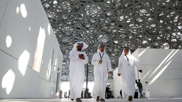 Příhodné umístění ostrova dovoluje VIP návštěvníkům, aby na návštěvu Louvre Abu Dhabi dorazili na jachtě.