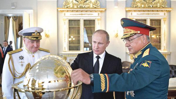 Režim Vladimira Putinabyl postaven narovnováze mezi silovým blokem, ekonomickými liberály zvlády acentrální banky apředstaviteli byznysu.