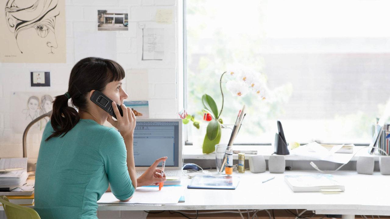 Pracovníci využívající home office by měli mít jasno, na čem budou daný den pracovat, a dělat si pauzy.