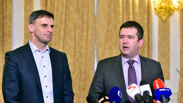 Předseda ČSSD Jan Hamáček (vpravo) a první místopředseda Jiří Zimola.
