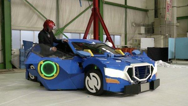 Pěkně drahá hračka. Inženýři ukázali auto, které se dokáže přeměnit v robota i s lidmi uvnitř