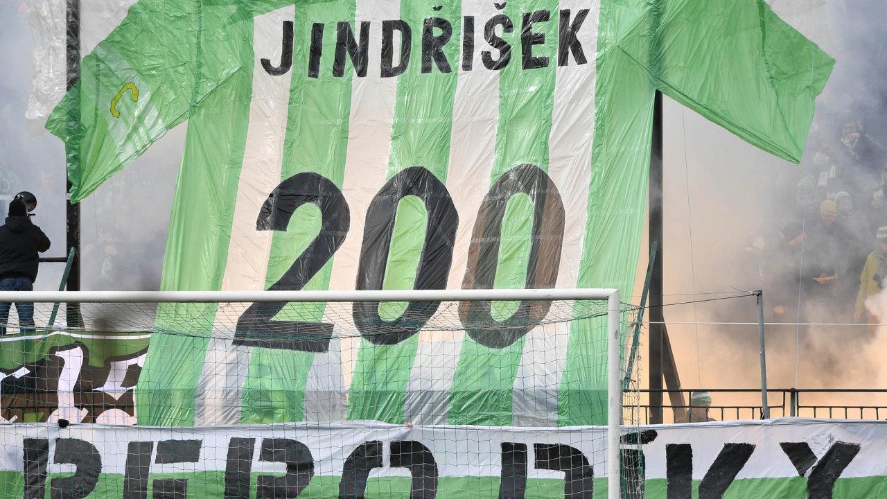Vzápase 21. kola první fotbalové ligy Bohemians– FK Teplice děkovali fanoušci Josefu Jindřiškovi za200.utkání zaBohemians.