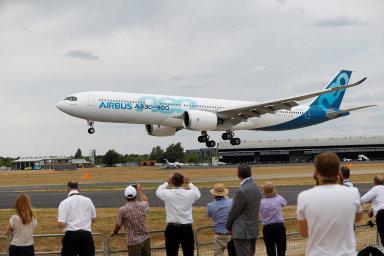Spojené státy a Evropská unie se od roku 2004 u WTO navzájem obviňují z nelegální podpory svých výrobců letadel Boeing a Airbus.