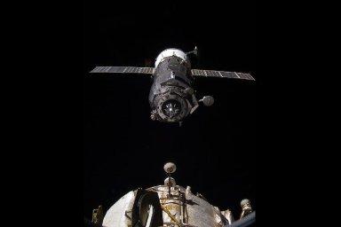 Žádný z kosmonautů se zatím superbakteriemi nenakazil.