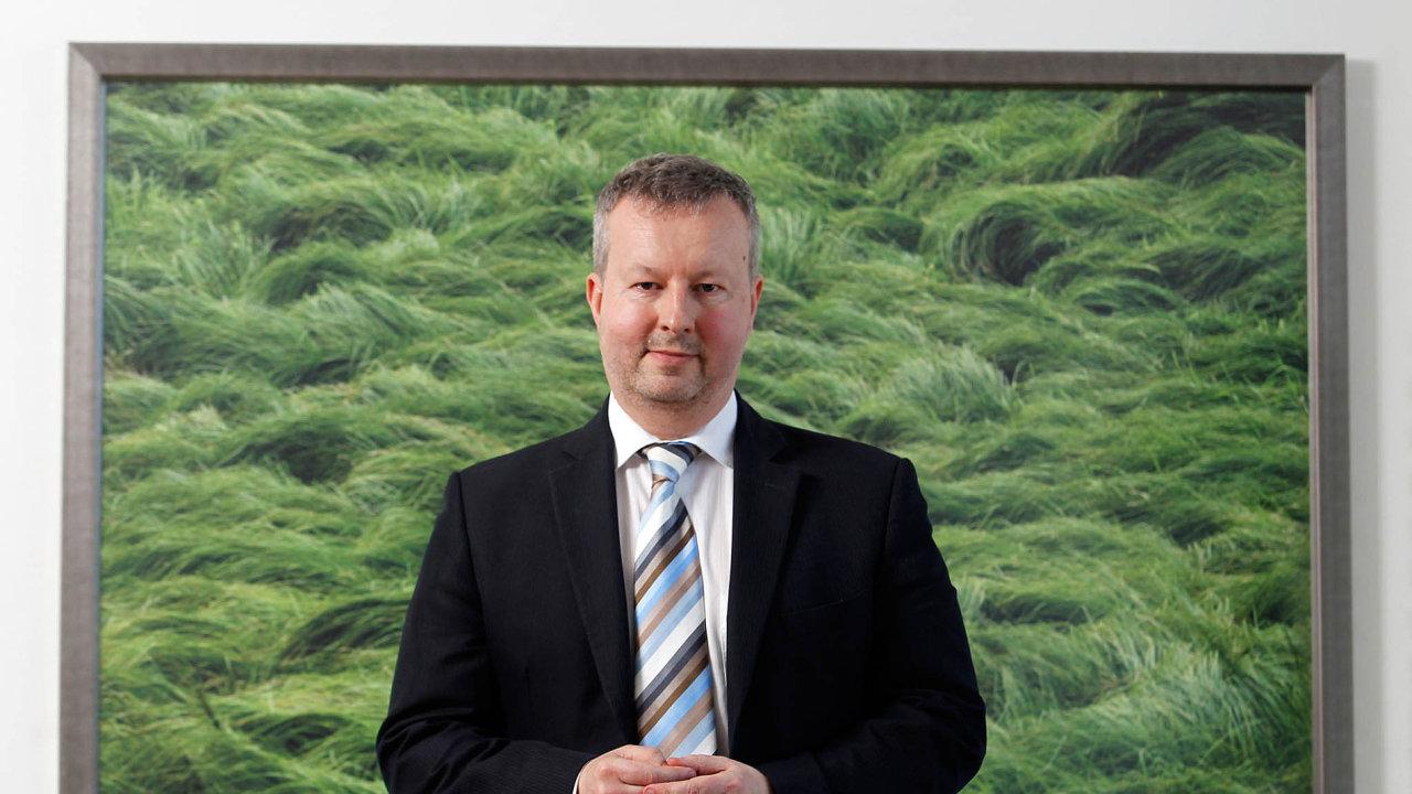 Ministr životního prostředí Richard Brabec představí podmínky nového dotačního programu Dešťovka, který je zaměřený nahospodaření sdešťovou vodou vdomácnostech.