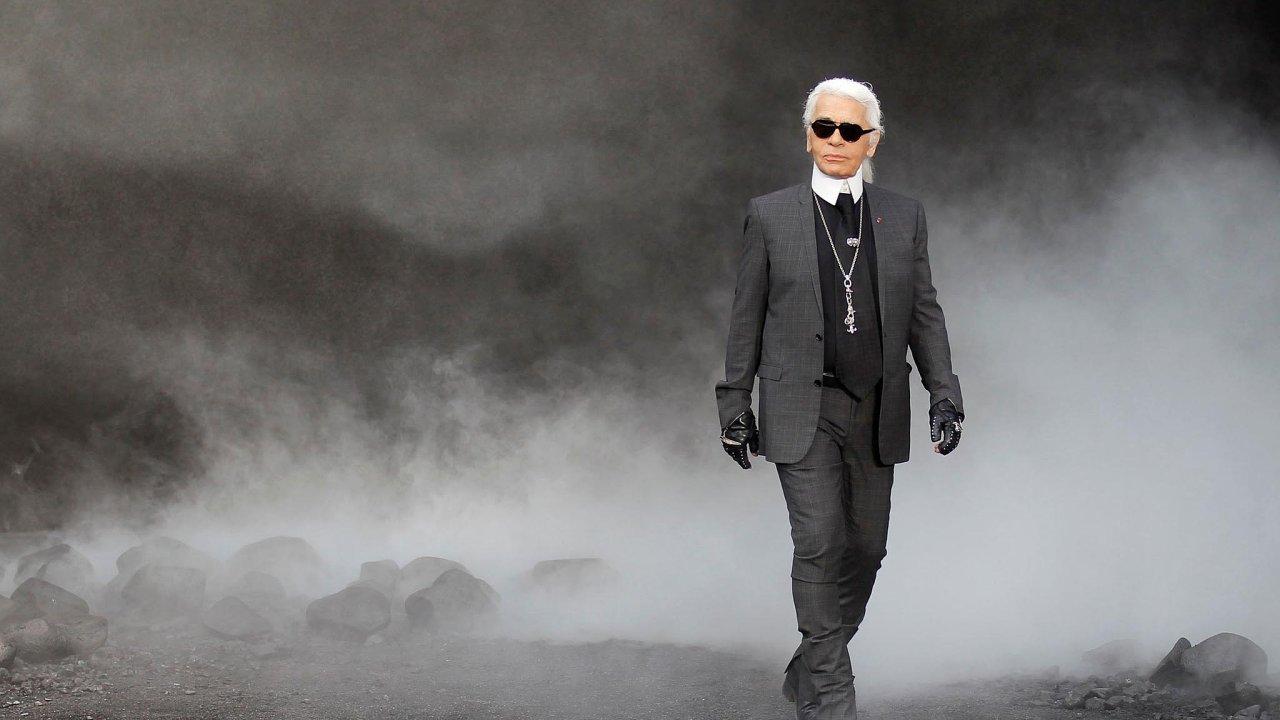 Vevěku 85 let zemřel vúterý ráno vpařížské nemocnici jeden znejvlivnějších módních návrhářů Karl Lagerfeld, umělecký ředitel módního domu Chanel.