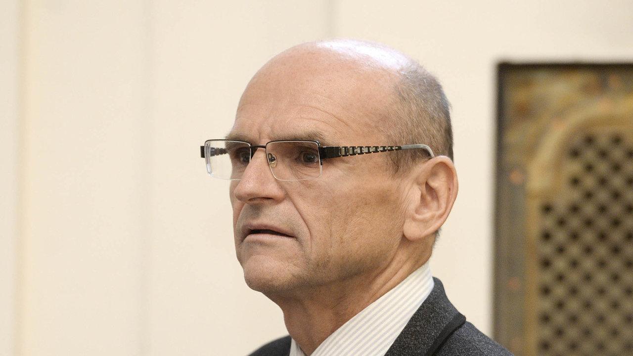 Stíhaný soudce: Ivan Elischer podle obžaloby zapeníze snižoval tresty, nyní mu zato hrozí 12 let vězení.