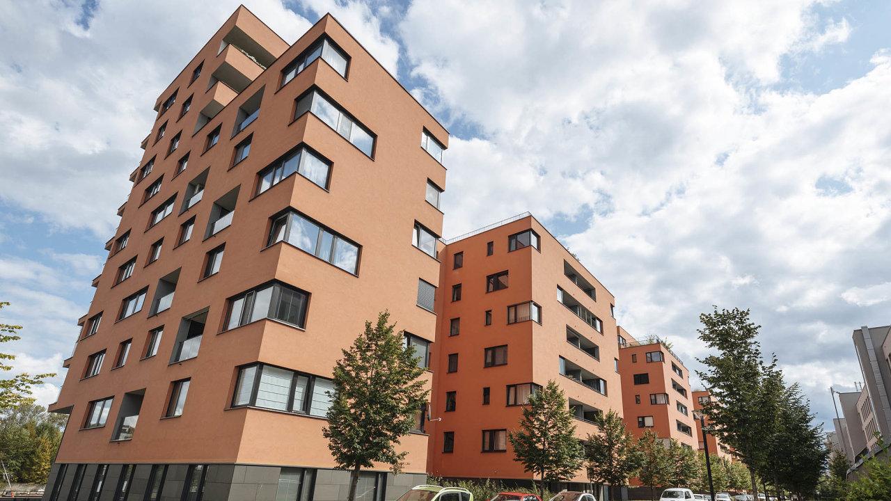 I když vsouvislosti sezdražováním seobvykle hovoří oPraze, ceny rezidenčních nemovitostí podle statistik serveru Reality Mix vzrostly bezvýjimky vevšech českých regionech.