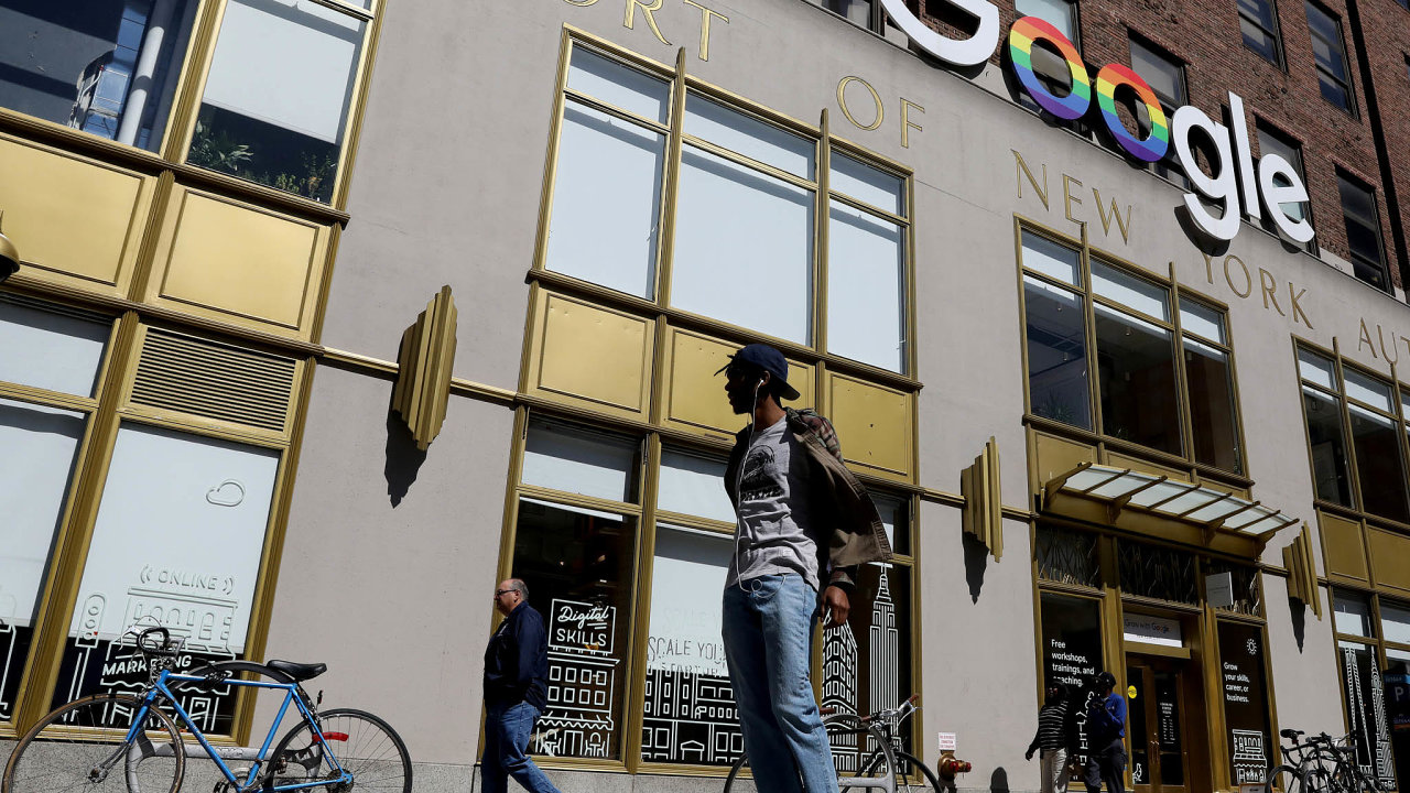 Firma Alphabet (majitel Googlu) intenzivně investuje donemovitostí a dobudování datových center, jež mají podpořit jeho cloudový byznys.