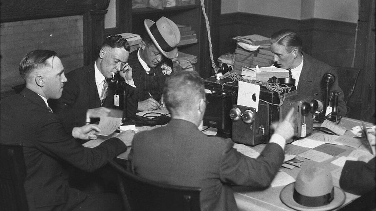 Volební noc, reportéři v City Hall. Září 1926.