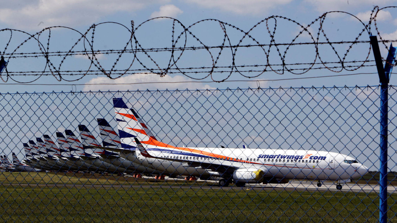 Kromě sedmi letadel Boeing 737 Max, jež jsou mimo provoz už od loňského roku, poslala epidemie koronaviru v březnu na zem také ostatní stroje Smartwings.