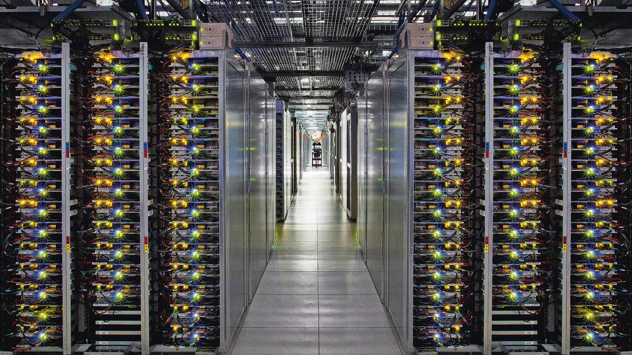 Téměř tři pětiny respondentů jako hlavní důvody migrace do cloudu uvedly bezpečnost a ochranu dat.