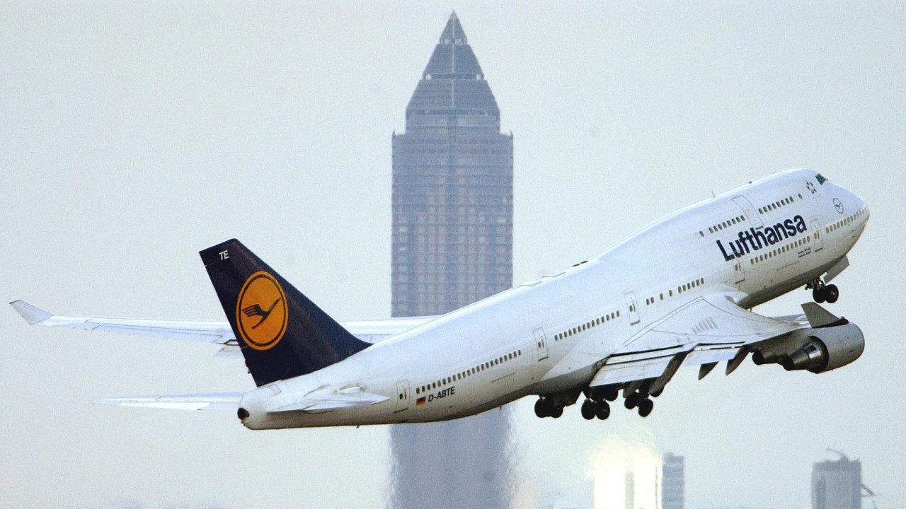 """Největší evropské aerolinky Lufthansa čeká kvůli situaci na trhu """"dalekosáhlá restrukturalizace""""."""