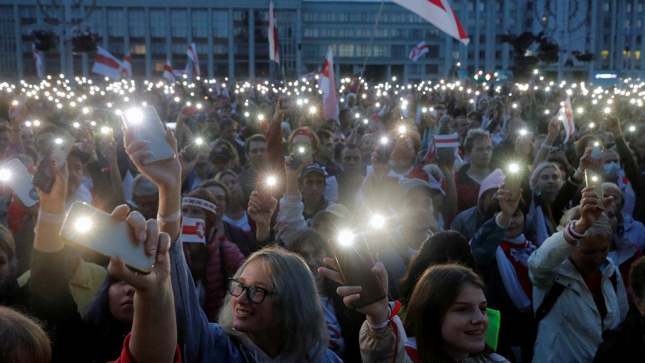 Běloruské i nadnárodní IT společnosti uvažují o odchodu ze země.