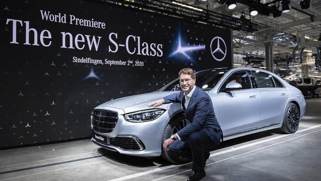 Šéf Daimleru Ola Källenius při představování nového modelu Mercedesu třídy S.
