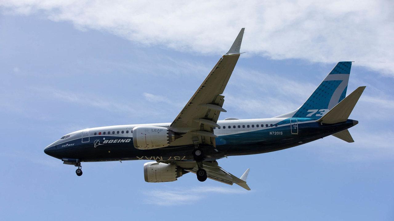 Zatím jen pro zkušební piloty: Cestující se Boeingem 737 Max proletí nejdříve nakonci tohoto roku. Nasnímku testovací let amerického úřadu FAA, který proběhl včervnu uSeattlu.